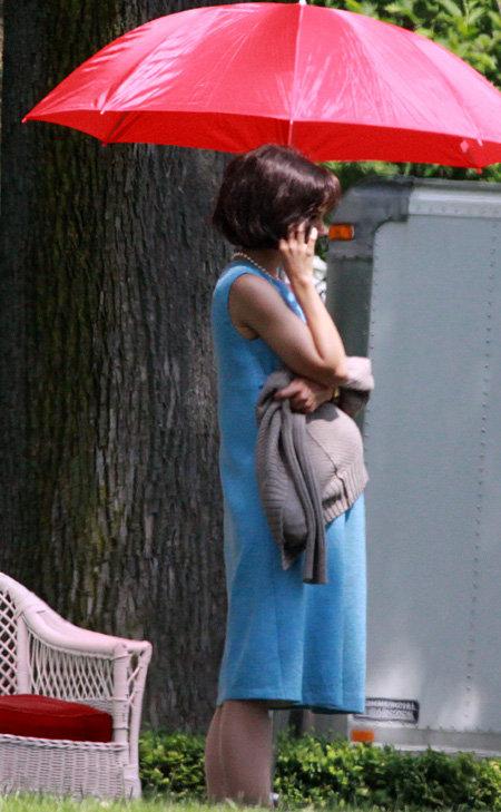 Актриса изображает глубоко беременную супругу 35-го президента США