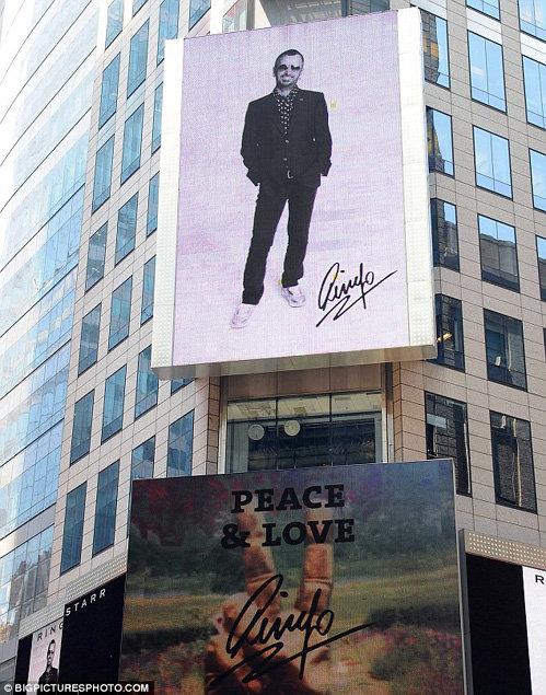 К юбилею кумира площадь Таймс-Сквер украсили его портретом
