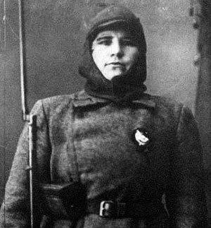 Боец чапаевской дивизии Мария ПОПОВА. В 30-е годы она сумела втереться в доверие к высокопоставленным нацистам, один из которых, вероятно, стал отцом её дочери