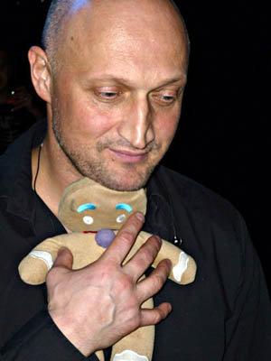 Перед кастингом Гоша Куценко подтянул английский, но Тимур Бекмамбетов все равно его забраковал.