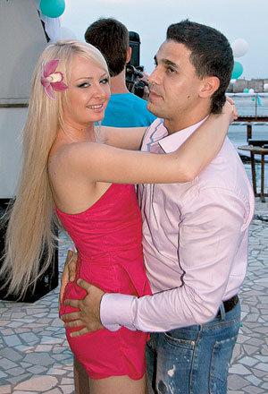 Гости праздника - «домочадцы» Даша и Сергей ПЫНЗАРИ тоже недавно поженились