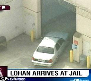 Линдси Лохан привезли в тюрьму. Фото: Daily Mail