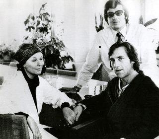 С врачом В. Прядкиным и Мариной Влади в Интституте хирургии имени Вишневского. Октябрь 1975 года.