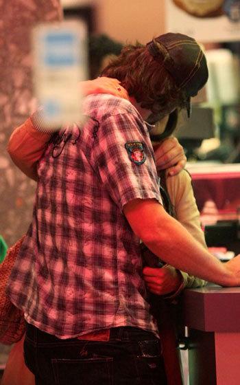 Хавьер отвечал страстными поцелуями