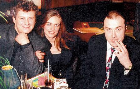 Расслабляться Борис предпочитает с друзьями (на фото с Олегом ФИЛИПЧИКОМ и его женой Натальей)