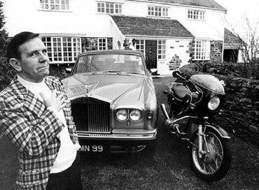 Успех в кино сделал Нормана УИЗДОМА богачом, но умер он в доме престарелых