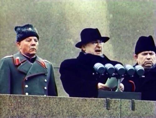 6 Выступление Лаврентия Берии. Справа – его главный враг, будущий генсек ЦК КПСС Никита Хрущев