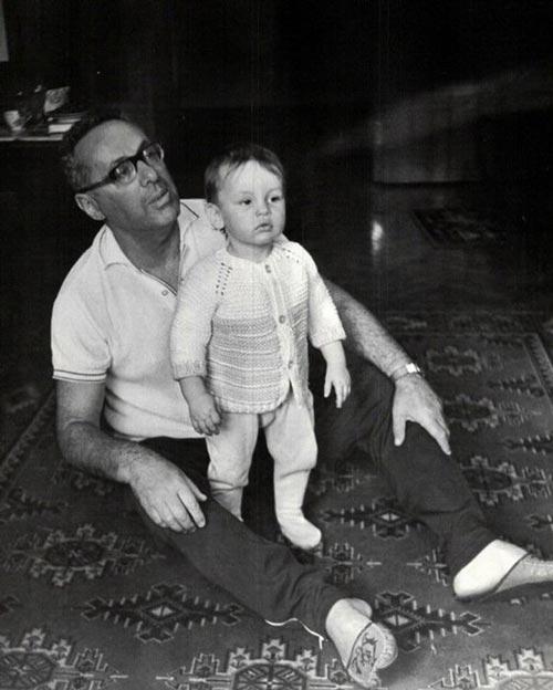 Юрий Левитан с внуком