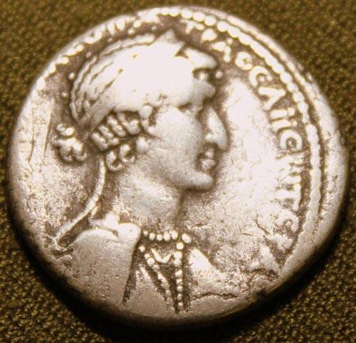 Сирийская монета с изображением Клеопатры. По современным меркам она далеко не красавица