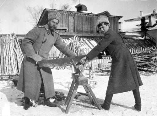 Николай Романов с сыном в Тобольске. Фото Марии Николаевны Романовой