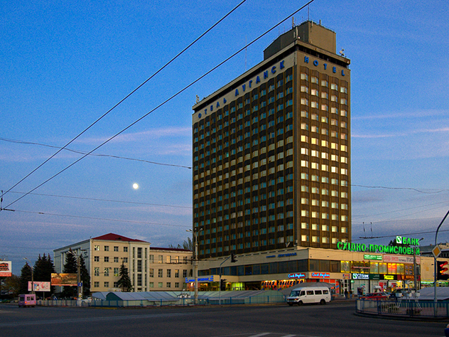 Неизвестные взорвали монумент ополченцам вЛуганске