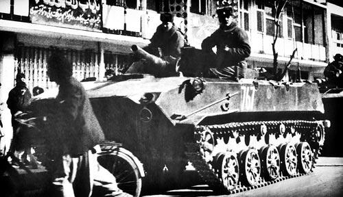 Советские десантники на борту БМД-1 в Кабуле. wikipedia