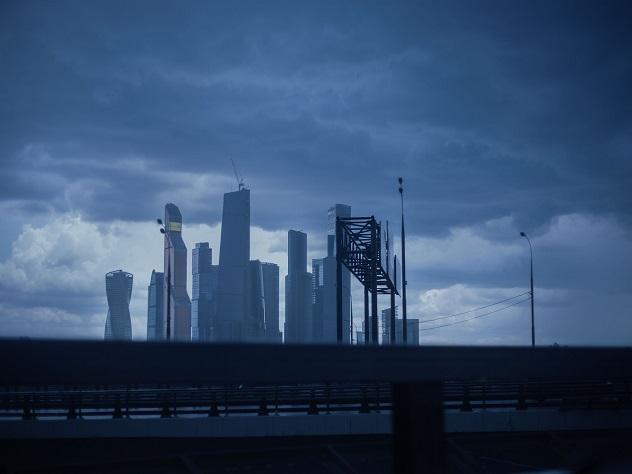 В российской столице предполагается ухудшение погоды: сильный дождь, ветер игроза