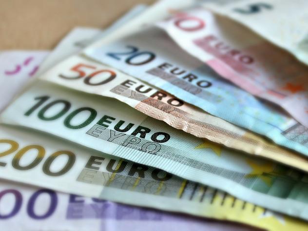 Генпрокуратура Женевы расследует серию засорений публичных туалетов купюрами в500евро