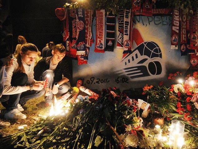 Стена памяти у ярославской «Арены 2000»