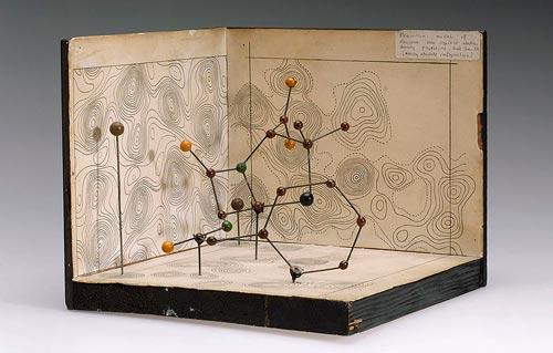 Молекулярная модель пенициллина, автор – химик Дороти Ходжкин. wikimedia