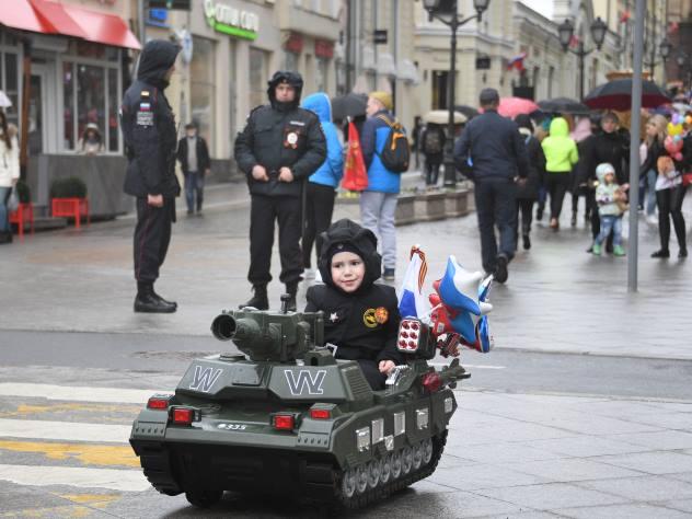 Киевлян возмутили «российские танки» и«зеленые человечки» всупермаркете столицы Украины