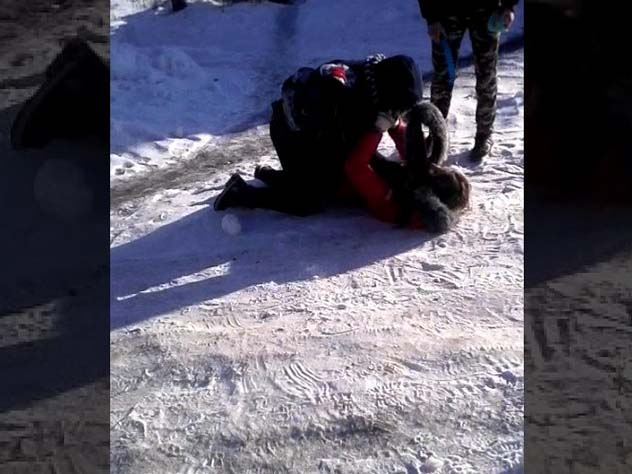 Избитая 2-мя сверстницами восьмиклассница скончалась вКрасноярске