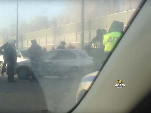Тело женщины вмашине отыскали наБугринском мосту вНовосибирске