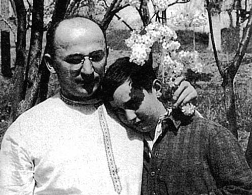 Лаврентий Берия с сыном Серго. Источник: wikipedia