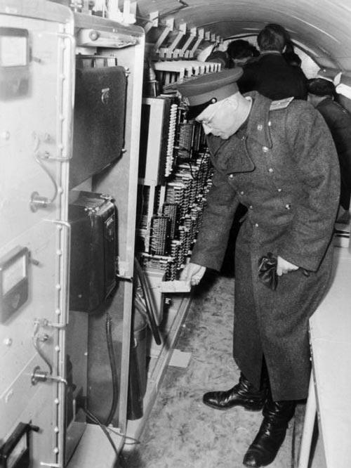 С некоторой аппаратуры в берлинском шпионском тоннеле американцы даже не успели снять этикетки. Источник: wikimedia.org