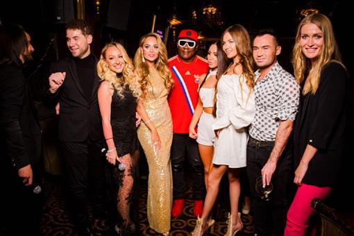 Анна Калашникова с гостями торжества