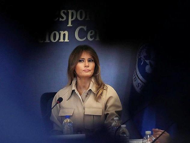 Первая леди США подвергла критике решение Дональда Трампа забирать детей из семей, которые незаконно оказались на территории Штатов. С апреля почти две тысячи несовершеннолетних были разлучены с родственниками и оказались в спецприемниках