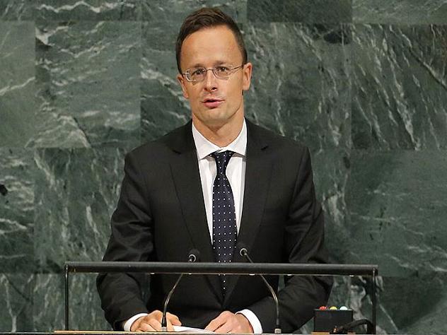Венгрия требует оставить нацменьшинства Украины в покое