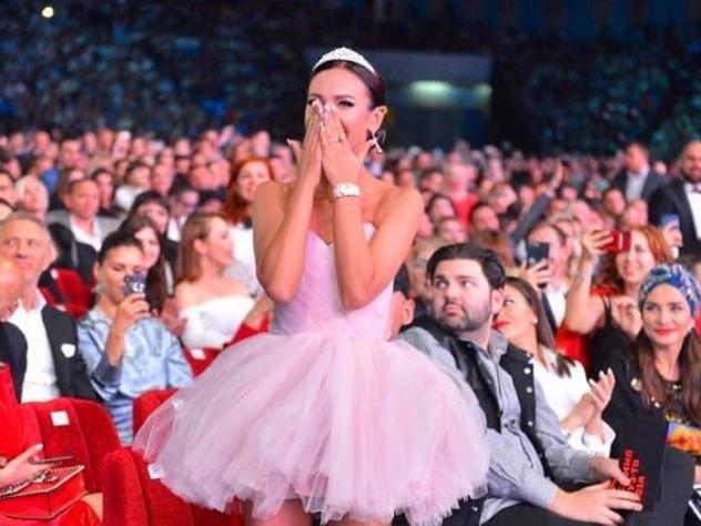 «Лучшая песня рунета» — Ольга Бузова, «Мало половин»