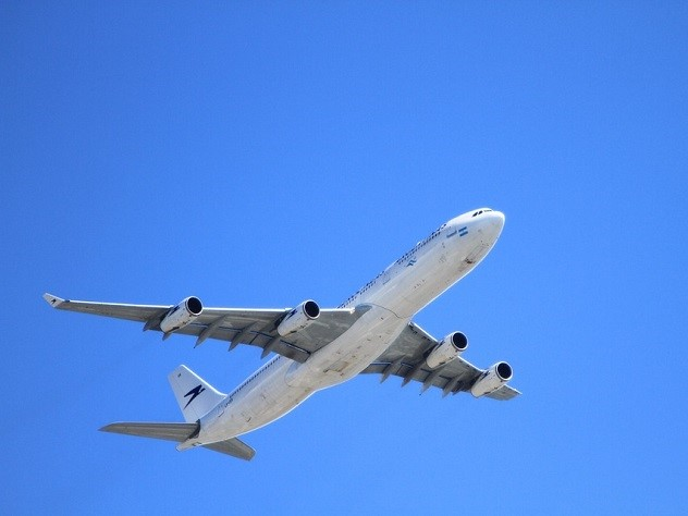 В Атырау сел самолет, летевший в Турцию