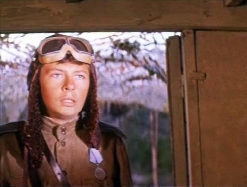 На основе истории Аркадия Каманина в 1978 году был снят фильм «И ты увидишь небо». Юного летчика сыграл Владимир Широков. Кадр из фильма