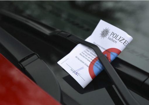 Не секрет, что в некоторых странах водители с особенным вниманием и даже страхом относятся к правилам дорожного движения. Ведь цифры, которые там выставляют автовладельцам действительно выглядят пугающе. Для многих один штраф может стоить целого состояния.