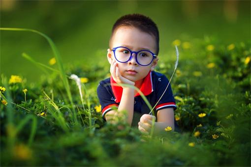 Сделать лазерную коррекцию и снять очки теперь можно в раннем детстве