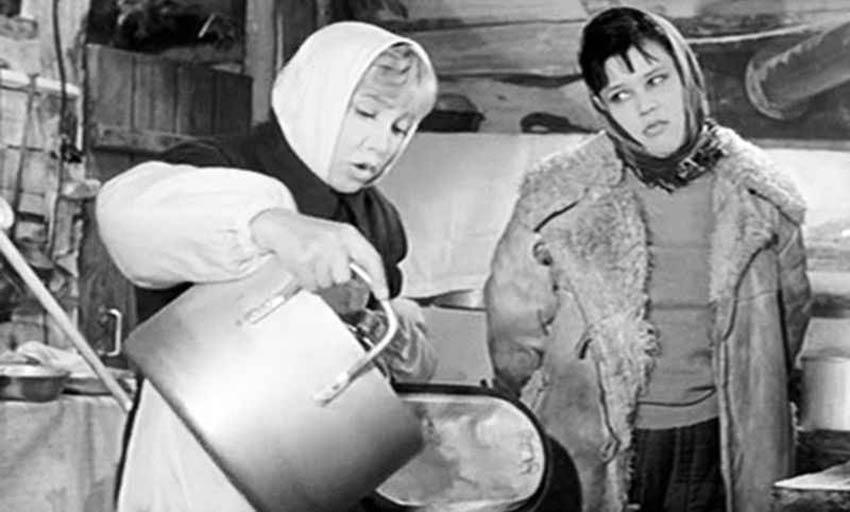 Надежда Румянцева и Люсьена Овчинникова в фильме «Девчата», 1961 г.
