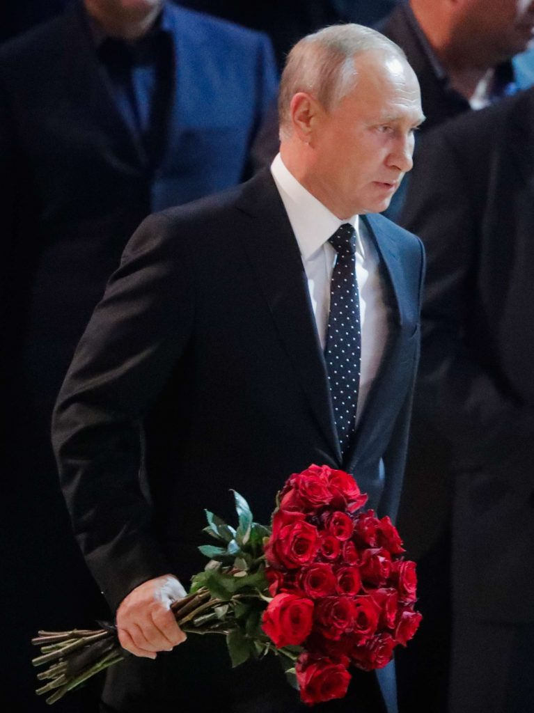 Путин на прощании с Кобзоном