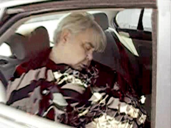 Неизвестный снял тело скончавшегося в авто композитора и выложил кадры в Сеть