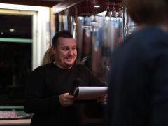 Ведущий «НАШЕго Радио» Игорь Паньков проводит интеллектуальный квиз.