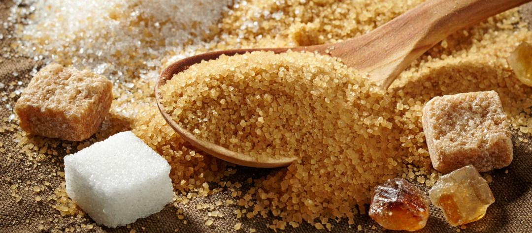 Чем отличается коричневый сахар от белого?