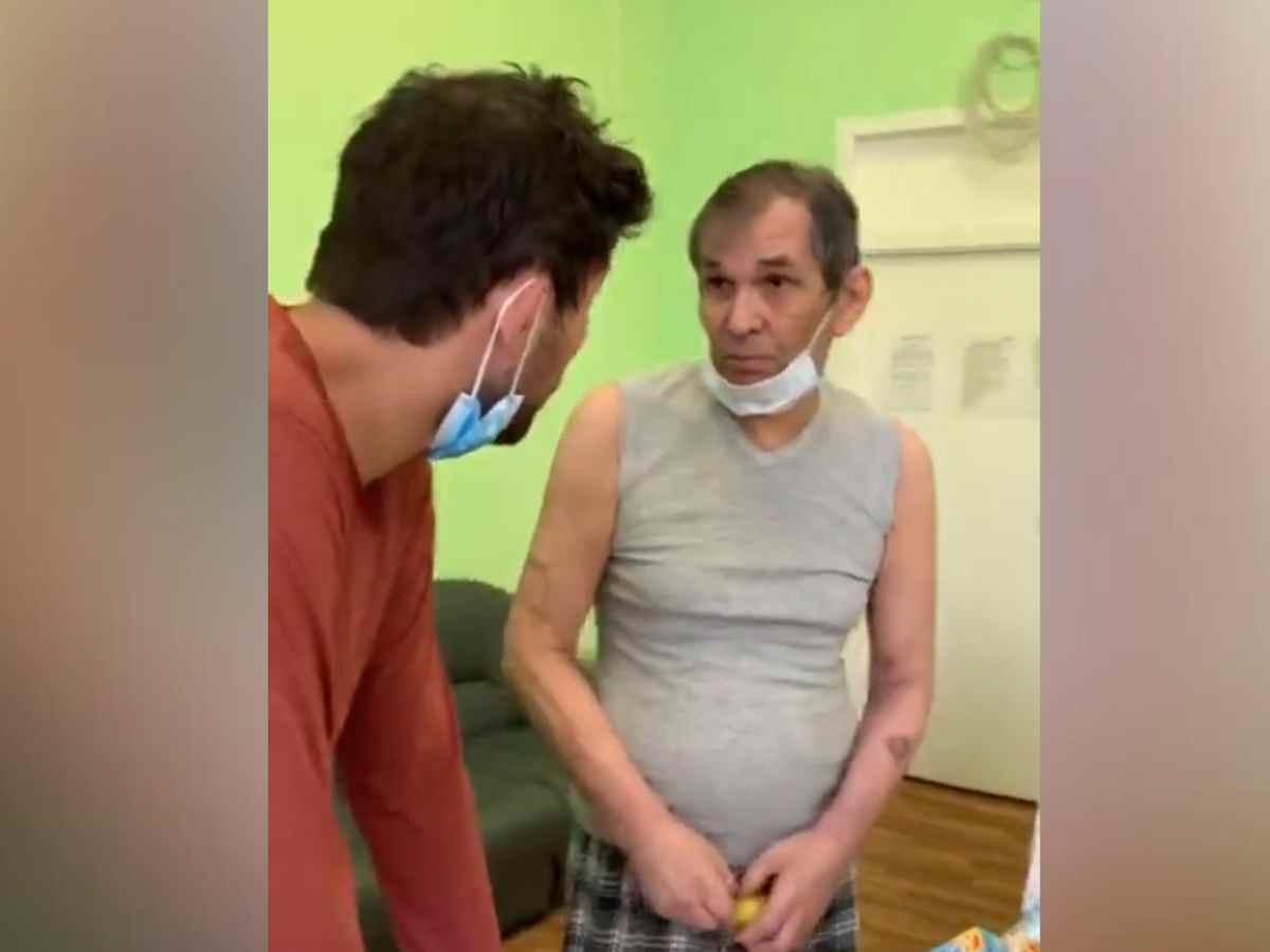 Сын показал видео с Бари Алибасовым из психушки
