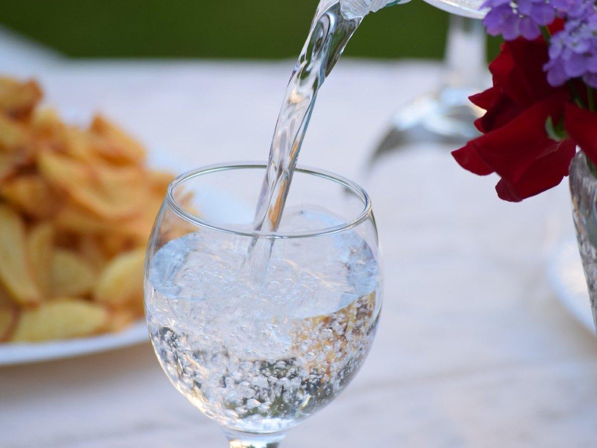 Ученые раскрыли опасность минеральной воды