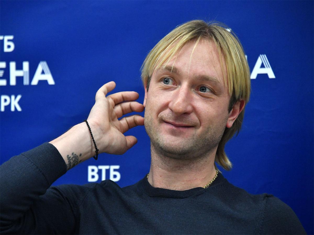 Евгений Плющенко вывел 10-месячного сына на лед