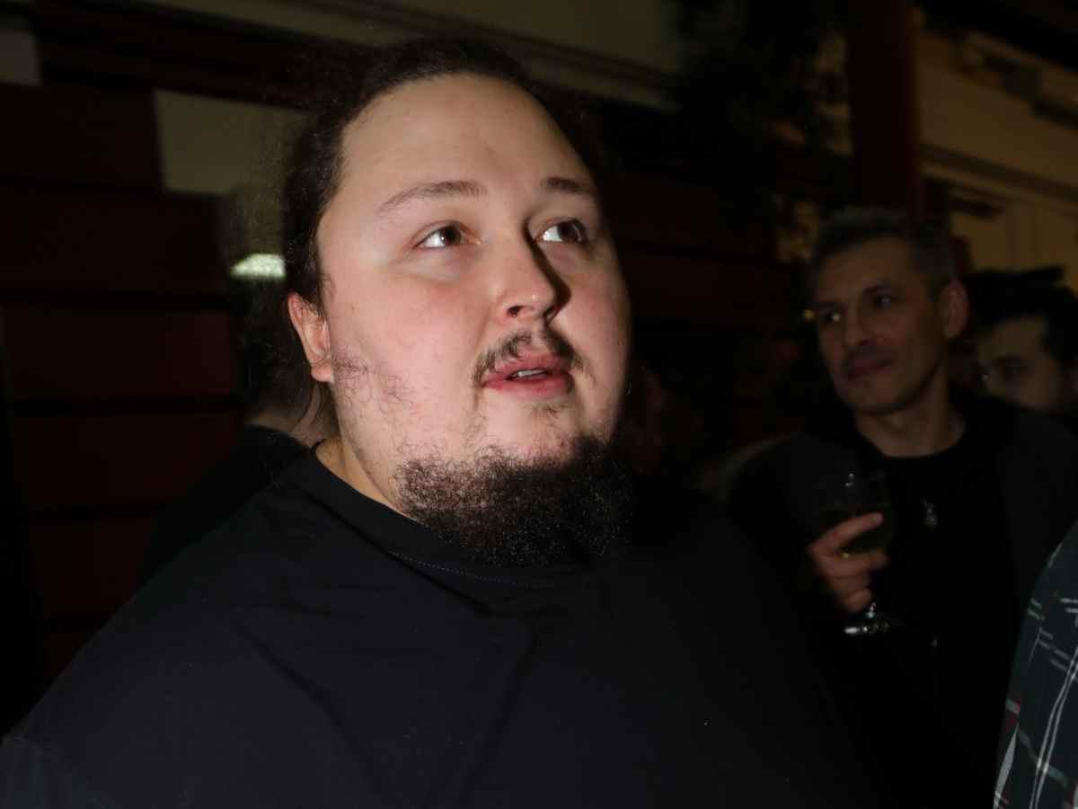 «Положишь в постель и зарыдаешь»: ожиревший сын Никаса Сафронова похвастался потенцией перед известной моделью