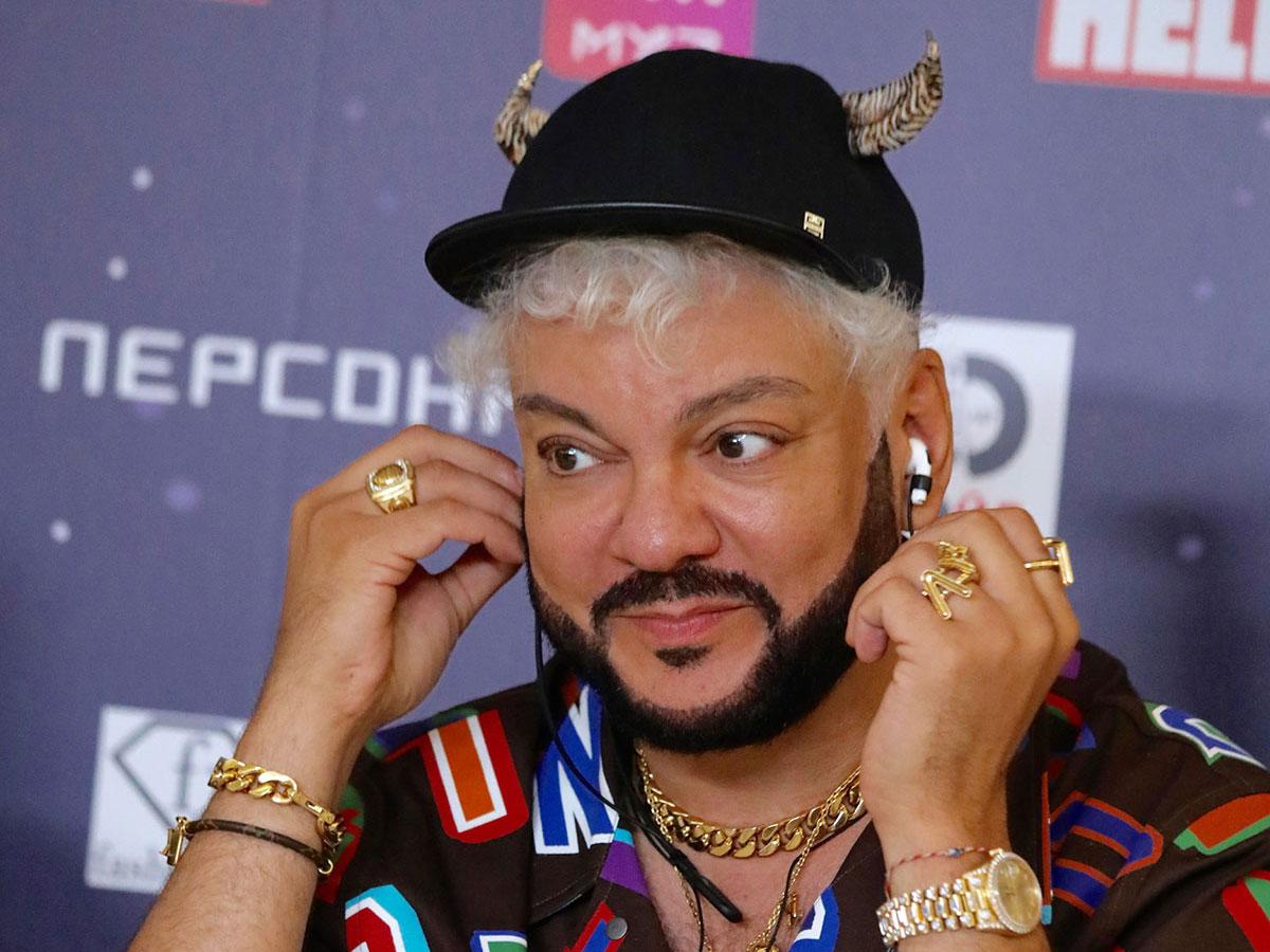Роскошный грузин с волосатой грудью: Киркорова засняли в обнимку с красавчиком